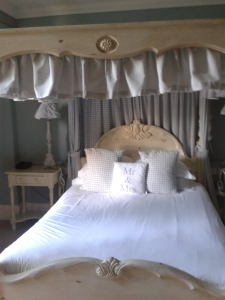 Photo of 4 poster bed at White Hart Inn, Harrogate, with Mr and Mrs cushions