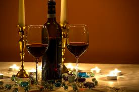 RED WINE AND CANDLES - VALENTINE'S